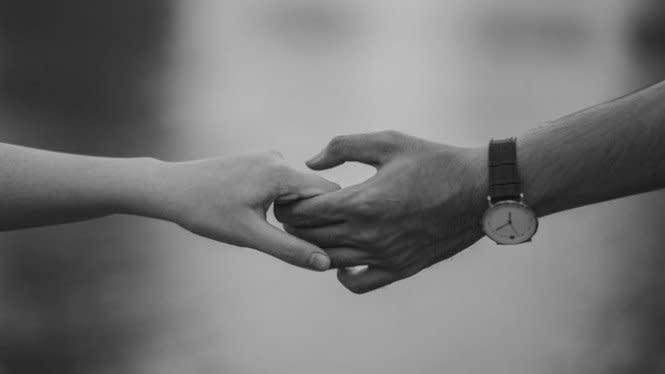 Terpisah Jarak, Hal Romantis Ini Bisa Dilakukan ke Pasangan