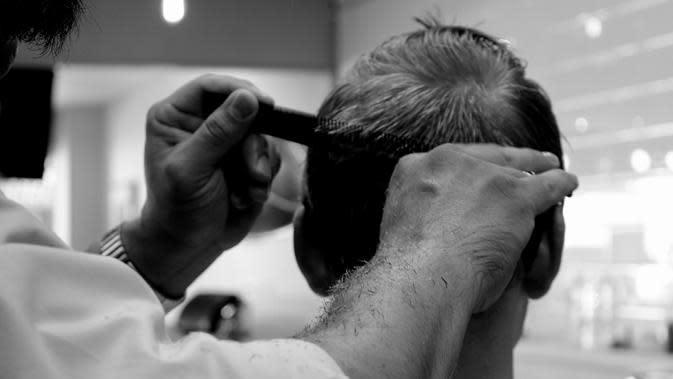 Ilustrasi potong rambut. (dok. Pixabay.com/Renee_Olmsted_Photography/Putu Elmira)