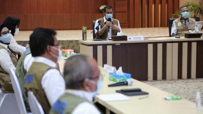 Ketua Satuan Tugas Penanganan COVID-19 Doni Monardo menyampaikan orang-orang terdekat yang tidak menerapkan protokol kesehatan bisa saling mengancam dalam Rapat Koordinasi di Aceh, Sabtu (26/9/2020). (Badan Nasional Penanggulangan Bencana/BNPB)