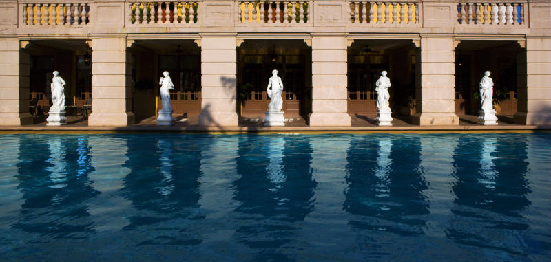 10 jaw-dropping hotel swimming pools