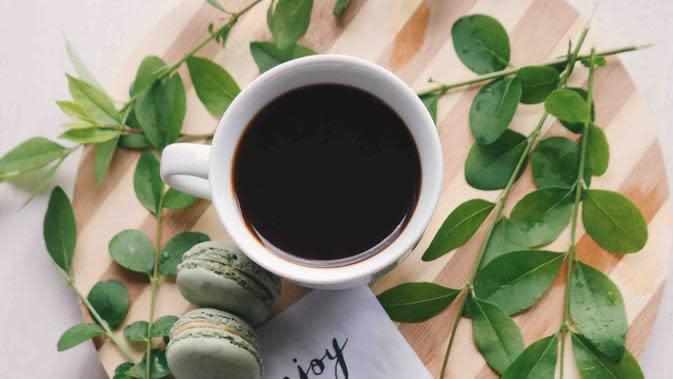 Ilustrasi secangkir kopi /Photo by Brigitte Tohm on Unsplash