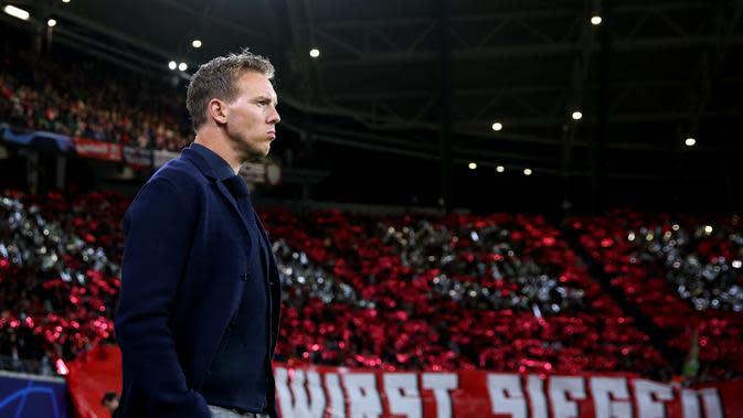 Pelatih Leipzig, Julian Nagelsmann saat menemani skuatnya di pentas Liga Champions, Rabu (2/10/2019). (AFP / Ronny Hartmann)