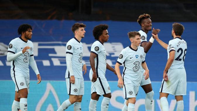 Ekspresi para pemain Chelsea pada pertandingan melawan Crystal Palace pada pekan ke-34 Premier League di Selhust Park, Rabu (8/7/2020). (AFP/peter Cziborra)