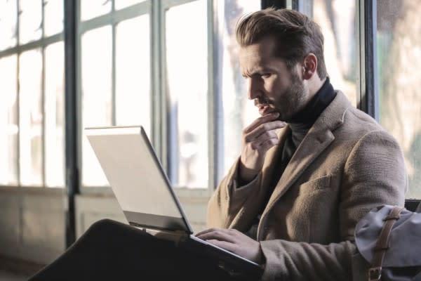 5 Cara Mengatasi Ketika Dirimu Jadi Korban Penindasan di Kantor