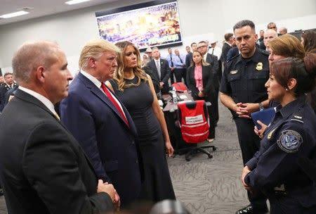 Foto Trump dengan bayi penyintas El Paso picu kontroversi