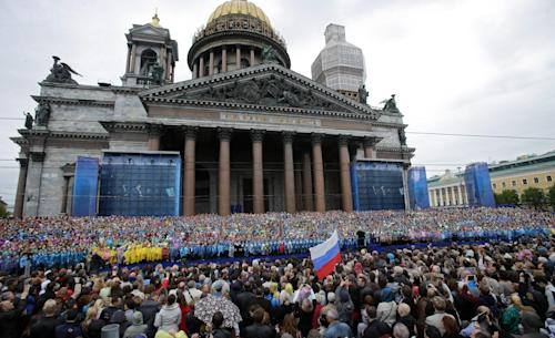 Crowds gather to watch the 4,335 strong choir of St. Petersburg perform a mass choir program near the city's famed St. Isaac's Cathedral to honor the city's 310th anniversary and aiming to set the Guinness world record, in St. Petersburg, Russia, Sunday, May 26, 2013. (AP Photo/Dmitry Lovetsky)