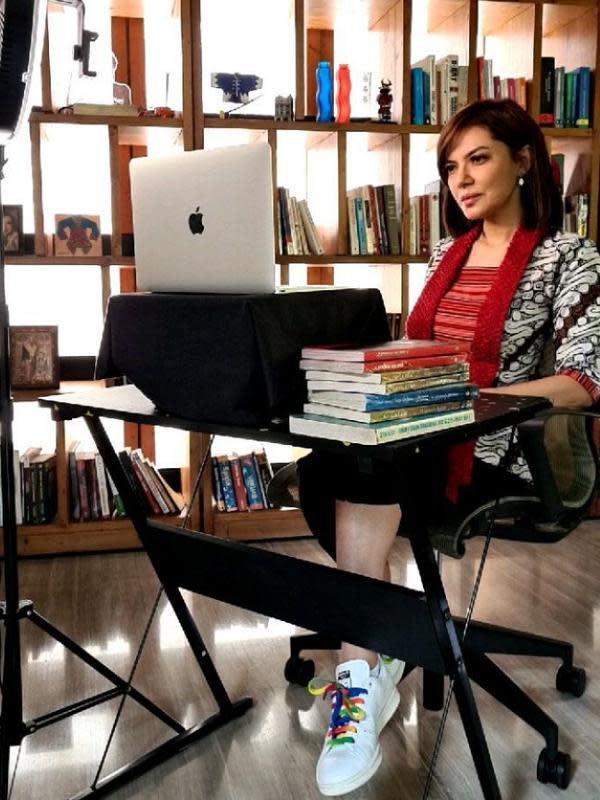 Bukan hanya itu, Najwa pun kerap menjadi pembicara di berbagai acara. Terlebih selama pandemi ini. Nah topic yang dibahas pun beragam, bukan hanya tentang politik. (Instagram/najwashihab)