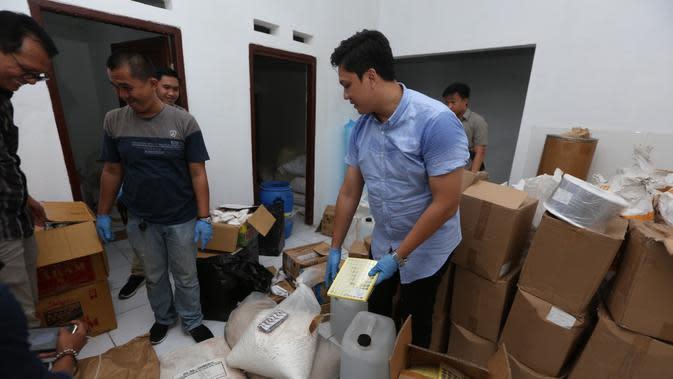 Polisi Gerebek Rumah Pembuatan Obat Ilegal di Bogor