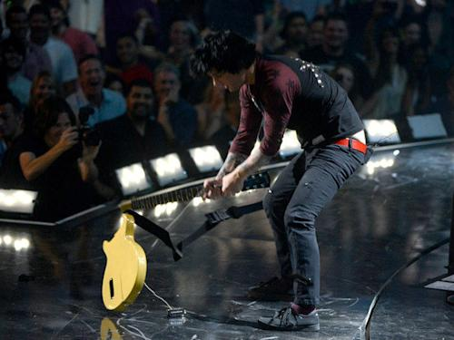 Billie Joe Armstrong to enter rehab after on-stage meltdown