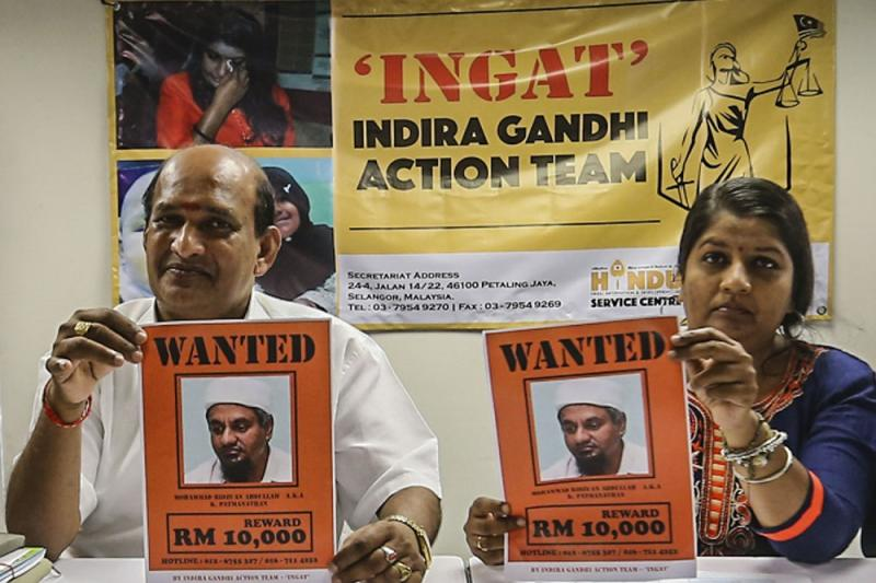 Malaysian Hindu Sangam president Datuk RS Mohan Shan (left) and M. Indira Gandhi with posters announcing the bounty on Muhammad Riduan Abdullah, during a press conference in Petaling Jaya February 23, 2019. — Picture by Hari Anggara