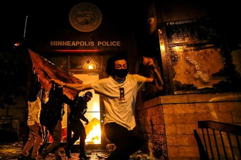 Police and the public in the US clashed for an eighth straight day on Wednesday. Photo: Reuters
