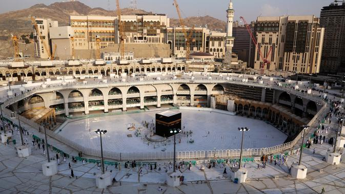 Suasana Masjidil Haram di Mekah, Arab Saudi, Kamis (5/3/2020). Selain Masjidil Haram, pemerintah Arab Saudi juga menutup sementara Masjid Nabawi di Madinah untuk mencegah penyebaran virus corona (COVID-19). (ABDEL GHANI BASHIR/AFP)