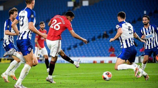 Striker muda Manchester United, Mason Greenwood, cetak gol ke gawang Brighton
