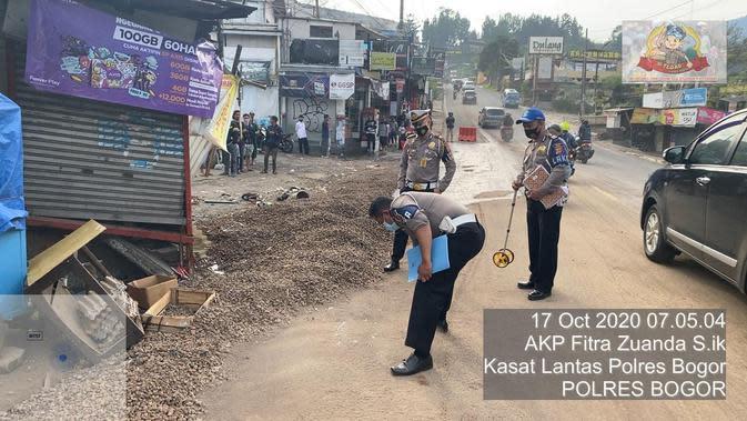 Lokasi kecelakaan tmau di jalur Puncak, Desa Tugu Utara, Kecamatan Cisarua, Kabupaten Bogor, Sabtu (17/10/2020). (dok Polres Bogor)