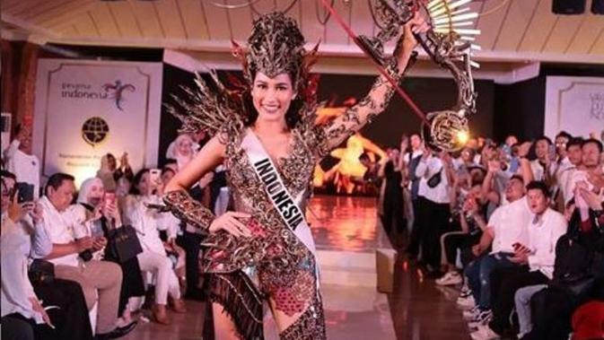 Kostum Nasional Frederika Alexis Cull di Miss Universe 2019. (dok.Instagram @officialputeriindonesia/https://www.instagram.com/p/B5CyO5Wl6ra/Henry)