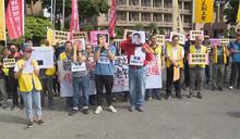 工鬥團體政院前抗議 試圖衝入與警方衝突