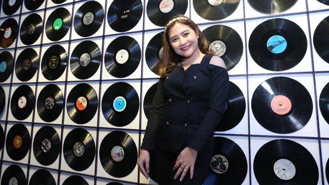 Lebarkan Sayap di Dunia Musik, Prilly Latuconsina Rilis Single Terbaru