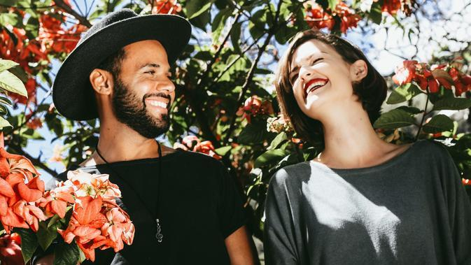 Ilustrasi pasangan romantis. Sumber foto: unsplash.com/Matheus Ferrero.