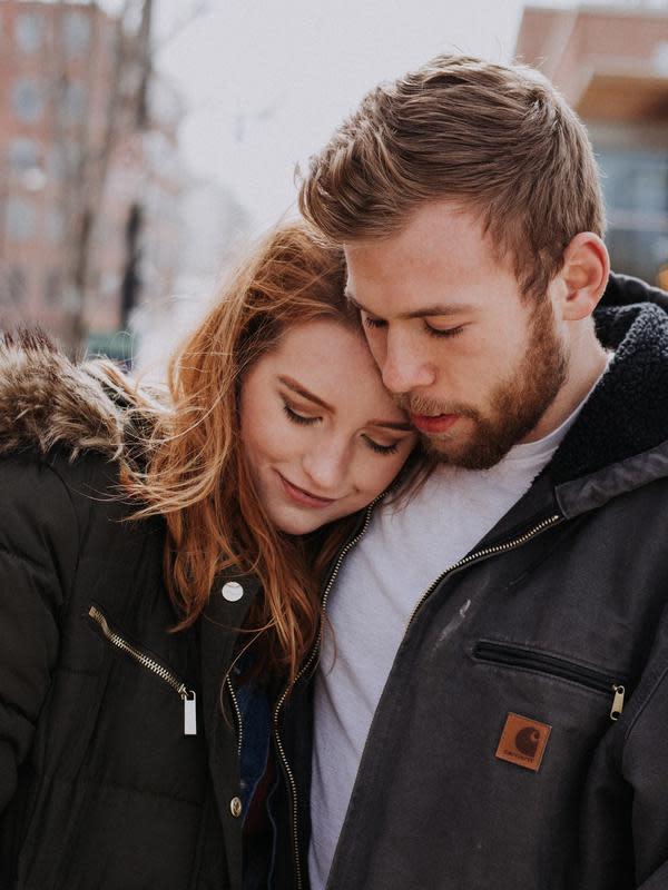 ilustrasi perbedaan rasa sayang dengan bucin/Joanna Nix-Walkup/unsplash