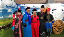 故宮南院蒙古月登場 民眾體驗蒙古服飾 (圖)