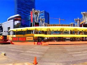 Double-Decker Red Carpet for VMA Awards Made for the Fans