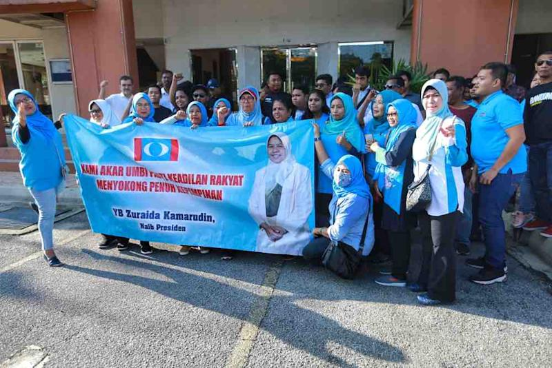 PKR supporters gather outside the party's headquarters in Petaling Jaya January 18, 2020. ― Pictures by Ahmad Zamzahuri