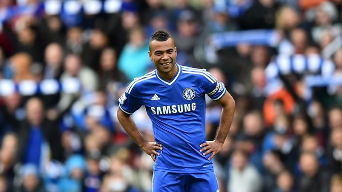 2. Ashley Cole - Pemain asal Inggris ini sering merepotkan Cristiano Ronaldo saat keduanya bermain di Liga Inggris. Meski berlabel striker mematikan nyatanya CR7 sulit melewati penjagaan Cole. (AFP/Ben Stansall)
