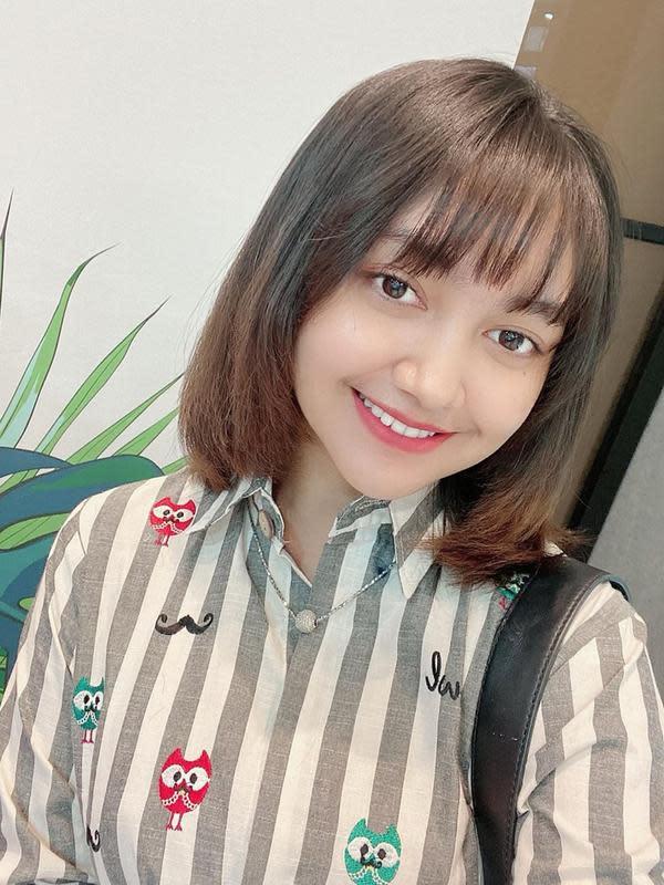 Pemilik jumlah followers 1,9 juta di Instagram ini memang cantik memesona saat ia tampil berponi. Dahi yang tertutupi rambut tersebut menyempurnakan kecantikan Jihan Audy. (Liputan6.com/IG/@jihanaudy123_real)