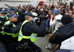 10 orang ditangkap saat polisi bubarkan unjuk rasa anti-lockdown London