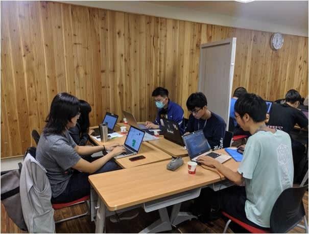 第一屆量子Hackathon黑客松活動受國際矚目,IBM公司就有多位專家紛紛從日本、美國、歐洲等處上線觀看賽事進行。(圖/鴻海提供)