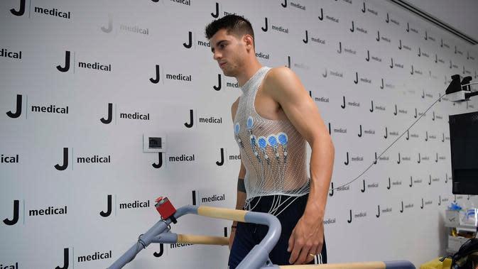 Alvaro Morata menjalani tes medis bersama Juventus pada Selasa (22/9/2020) pagi waktu setempat. Rencananya, dia akan diperkenalkan sebagai pemain anyar Juve pada Rabu (23/9/2020). (dok. Juventus)
