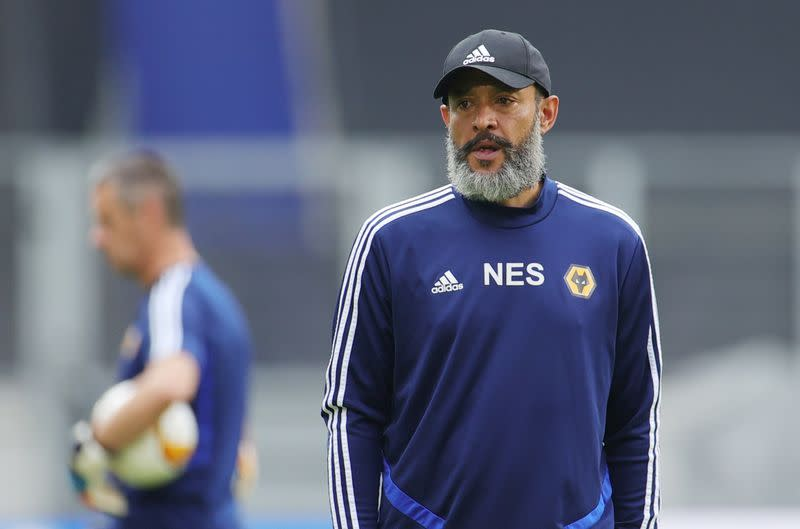 Wolves manager Espirito Santo signs new contract