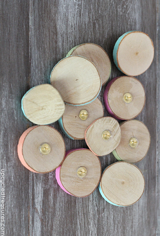 """<p>Who knew that staying organized could be so beautiful? These pastel-coated wood slice thumbtacks will look lovely on a bulletin board in your home.  </p><p><strong>Get the tutorial at <a href=""""https://mountainmodernlife.com/how-to-make-wood-slice-thumbtacks/"""" target=""""_blank"""">Mountain Modern Life</a>.</strong></p><p><strong><a class=""""body-btn-link"""" href=""""https://www.amazon.com/TICIOSH-Unfinished-Decorations-Christmas-Ornaments/dp/B07PRFRJBV?tag=syn-yahoo-20&ascsubtag=%5Bartid%7C10050.g.2628%5Bsrc%7Cyahoo-us"""" target=""""_blank"""">SHOP WOOD SLICES</a><br></strong></p>"""