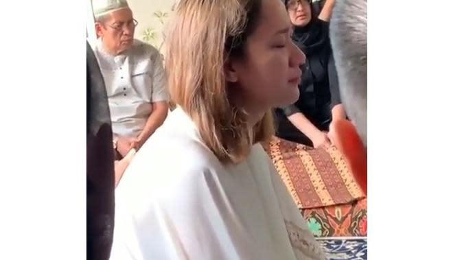 5 Potret Terbaru Bunga Citra Lestari Temani Jenazah Ashraf Sinclair, Berusaha Tegar (sumber: Instagram.com/its.doel)