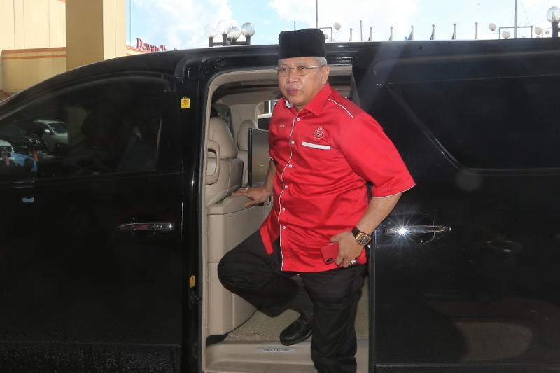 Umno secretary-general Tan Sri Annuar Musa arrives at Menara Dato' Onn February 23, 2020. — Picture by Choo Choy May
