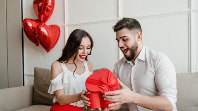 Ilustrasi Memberi Kejutan Pada Pasangan Credit: pexels.com/pixabay