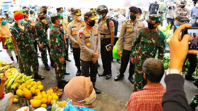 Kapolri dan Panglima TNI Kunjungi Pasar dan Mal di Semarang