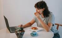 居家防疫期間:如何避免飲食失調?