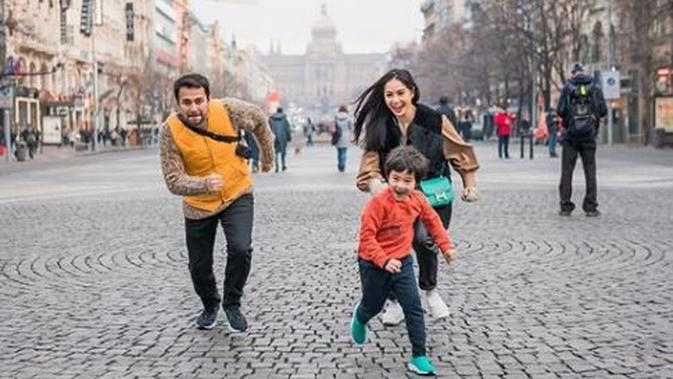 Nagita Slavina bersama Raffi Ahmad dan Rafathar (Instagram/raffinagita1717)