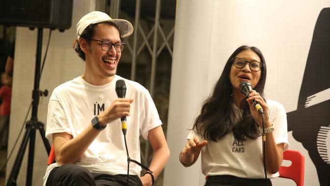 Tidak hanya bicara tentang music, namun dalam bukunya tersebut Endah N Rhesa juga menceritakan momen pribadinya yang berharga selama ini. (Adrian Putra/Fimela.com)