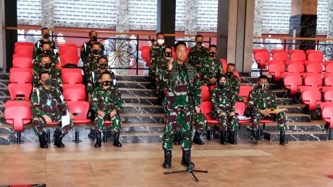 Kepala Staf TNI Angkatan Darat (KSAD) Jenderal TNI Andika Perkasa memberikan keterangan soal perusakan Polsek Ciracas dan sekitarnya, Jakarta, Minggu (30/8/2020). (dok TNI AD)