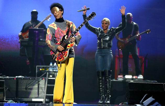 Surprise Guest Prince Performs 'Sweet Thing' And 'Nothing Compares 2 U' With Mary J. Blige At iHeartRadio Music Fest