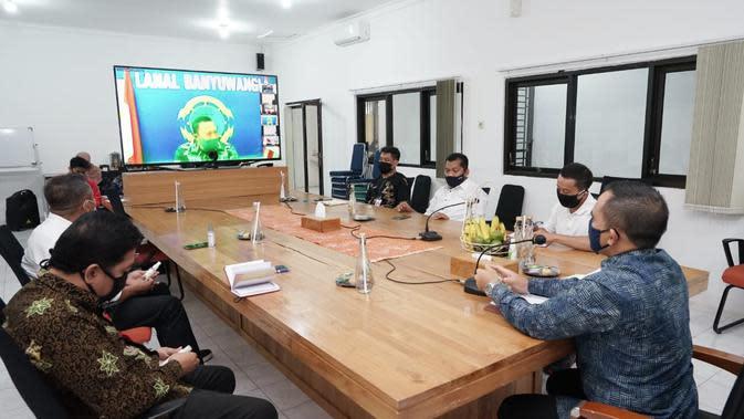 Bupati Abdullah Azwar Anas saat memimpin rapat koordinasi Penanggulangan Covid-19, Jumat (11/9/2020).