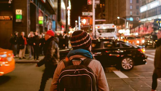 Ilustrasi pulang kerja di malam hari | unsplash.com/@anubhav