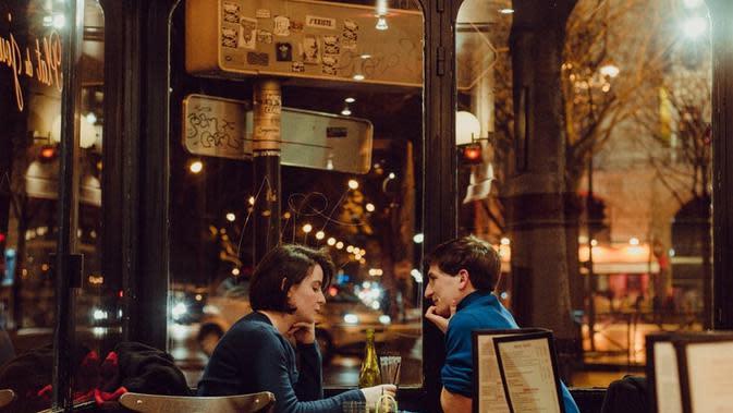 Ilustrasi pasangan romantis. Sumber foto: unsplash.com/Huy Phan.