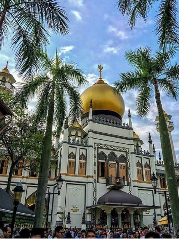 Masjid Sultan Singapura yang juga mempunyai kubah emas seperti di Indonesia. (dok.Instagram @masjidsultan/https://www.instagram.com/p/BAqtRCYte7D/Henry