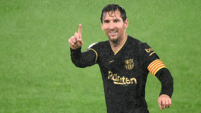 8. Lionel Messi (Barcelona) - Batalnya Messi meninggalkan Barcelona membuat pemain asal Argentina ini tercatat hanya membela satu klub hingga saat ini. Dengan bertahannya di Camp Nou, Messi tercatat telah menghabiskan 16 tahun bersama Barcelona. (AFP/Miguel Riopa)