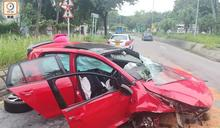 沙頭角公路私家車自炒甩轆 2人昏迷被困