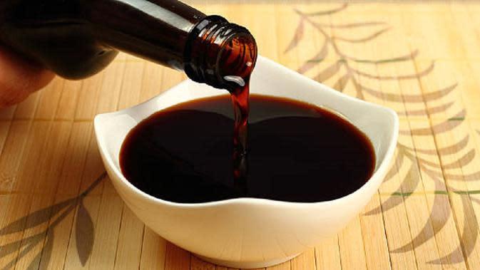 Ilustrasi kecap asin atau soy sauce. (iStock)