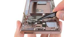 拆開來看,有一部分 Galaxy Note 20 換用了石墨散熱方案